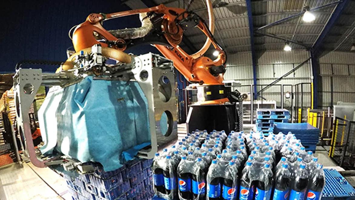 Роботизированная линия, разработанная Technica International для завода Pepsi в Иордании. Изображение предоставлено Technica International