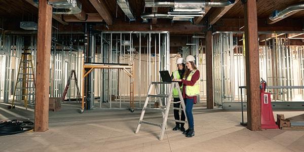 チーム間で情報の整合を図っている Fortis Construction Inc