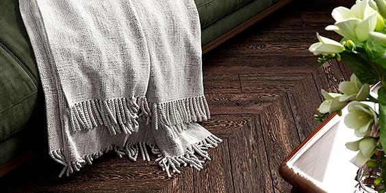 Contraste de colores y texturas de cubresofá para diseño de interiores