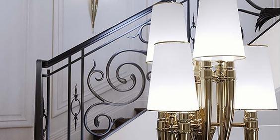 Renderización de interiores 3D de lámparas junto a una escalera