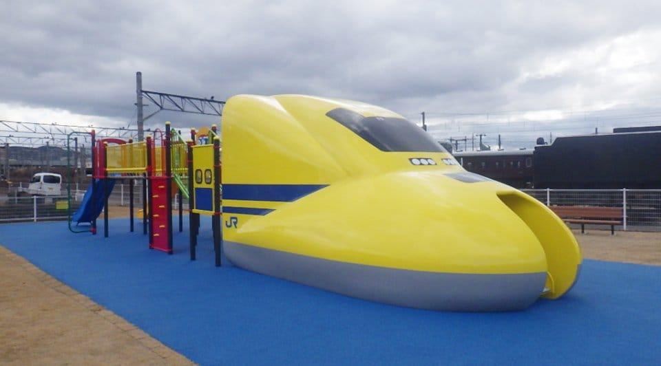 京都鉄道博物館のドクターイエロー型滑り台