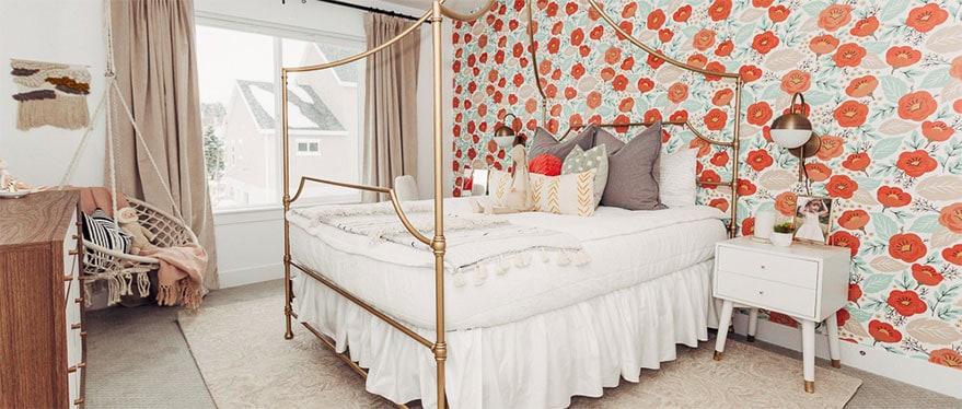 cama en un dormitorio diseñado por Alika Design