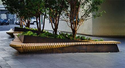 Jardineras y bancos en la sede de Pinterest