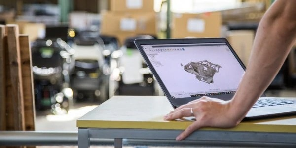 Man working with integrated CAD/CAM software, Fusion 360 from Autodesk