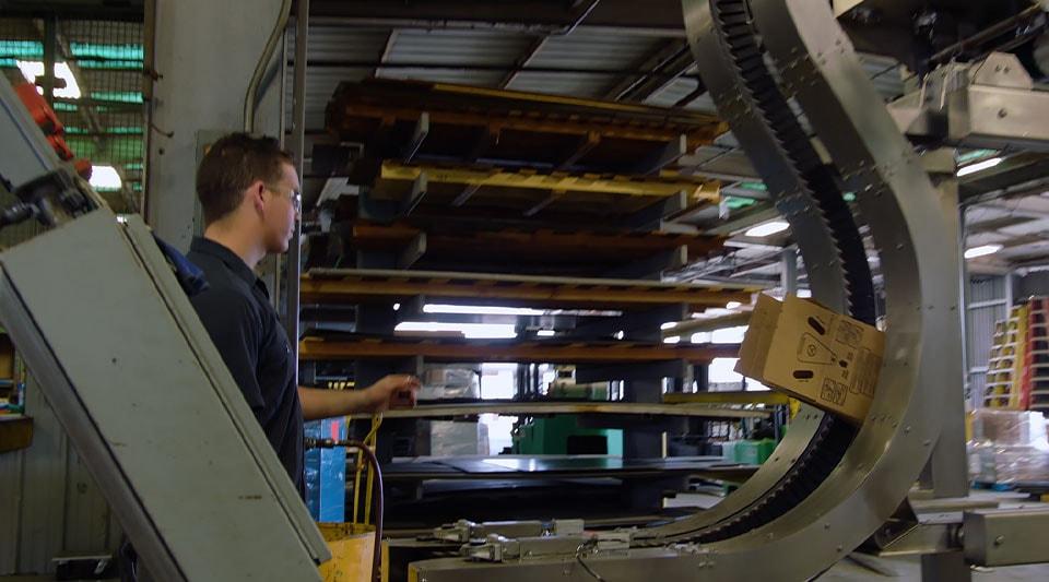Vídeo: uma empresa de engenharia utiliza a coleção para colaborar com outras duas empresas e criar produtos de forma mais rápida