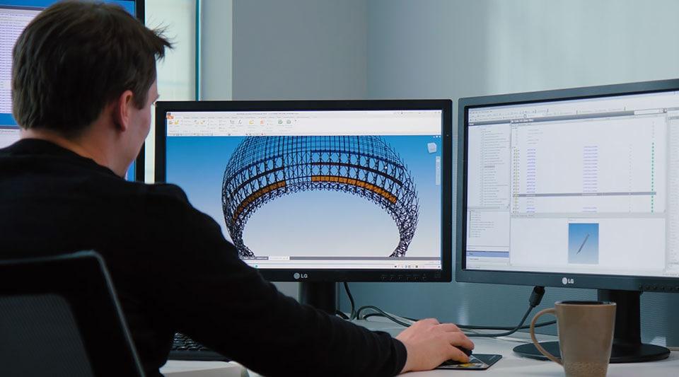 Video: Esta empresa utiliza Product Design & Manufacturing Collection para crear todos los aspectos de los juegos complejos de los parques temáticos.