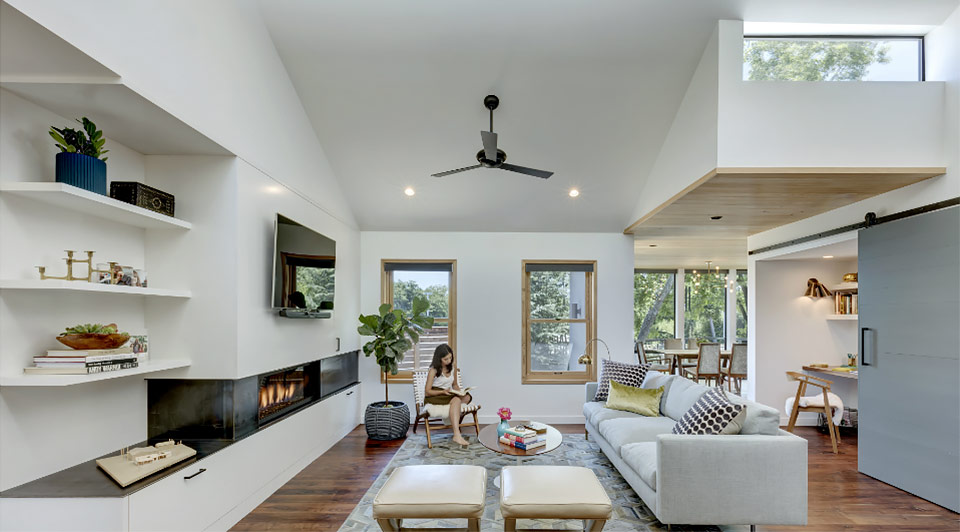 Sala de estar e espaço funcional na Interlock House.