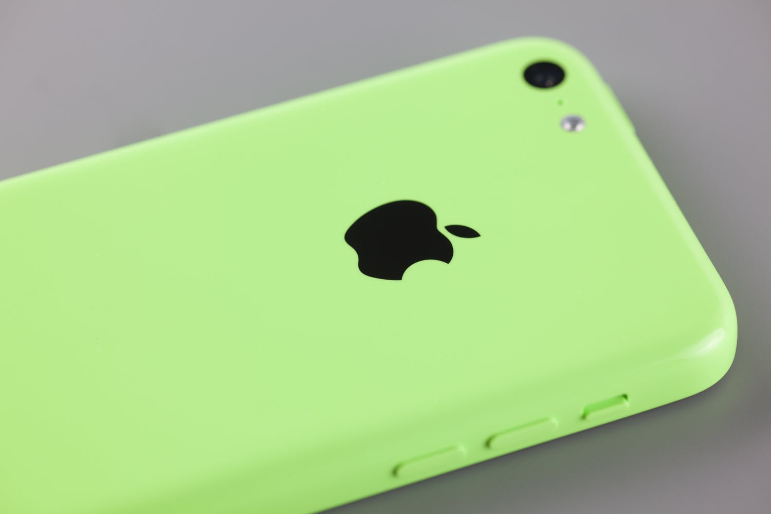 The iPhone 5c use lightweight plastic casing