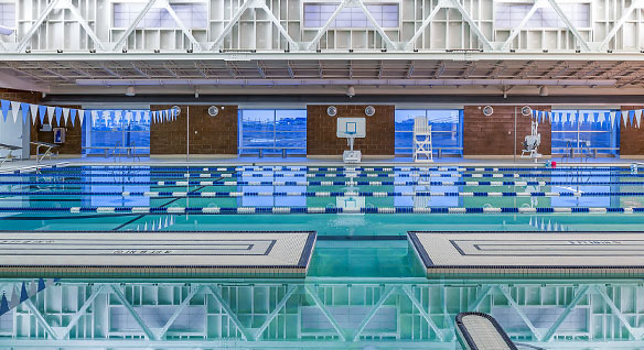 YK Fitness Center の屋内プール。