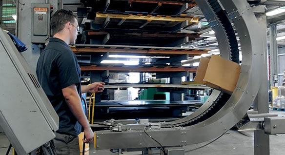ビデオ: コンベア ラインの製造プロセスを合理化した CLE