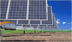 QBotix 로봇이 태양광 패널을 회전시켜 보다 효율적이고 저렴한 비용으로 에너지를 생산합니다.